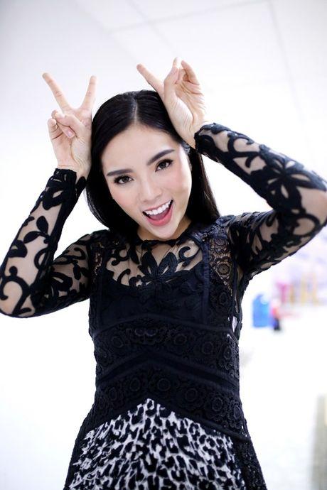 Hoa hau Ky Duyen dep gian di khi tham gia gameshow - Anh 6