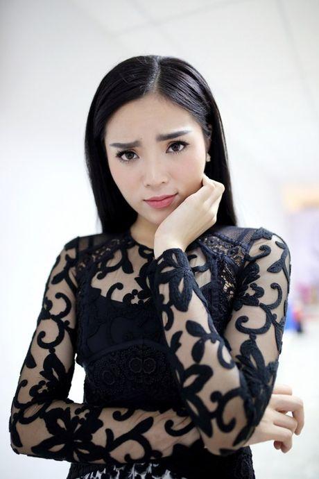 Hoa hau Ky Duyen dep gian di khi tham gia gameshow - Anh 8