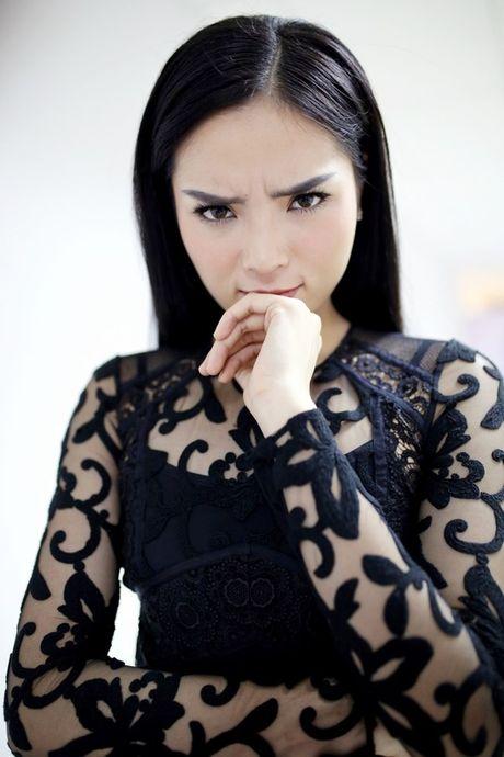 Hoa hau Ky Duyen dep gian di khi tham gia gameshow - Anh 9