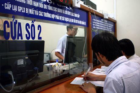 Cac thu tuc doi giay phep lai xe bang vat lieu PET - Anh 1