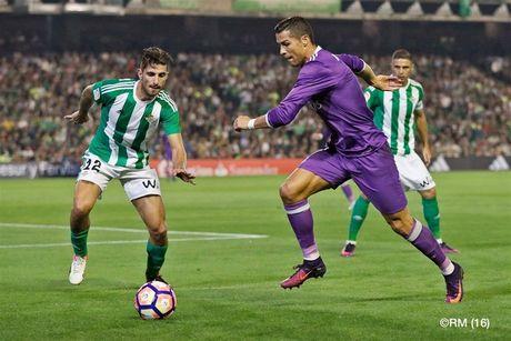 Real Betis 1-6 Real Madrid: Ronaldo ghi ban, Real Madrid tim lai chien thang - Anh 1