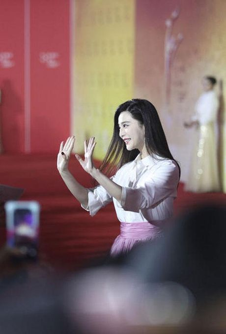 'Qua bom sexy' goc Viet do dang Pham Bang Bang tren tham do - Anh 3
