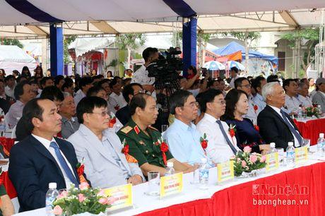 Pho Chu tich Quoc hoi Uong Chu Luu du le Ky niem 50 thanh lap Truong THPT chuyen Dai hoc Vinh - Anh 1