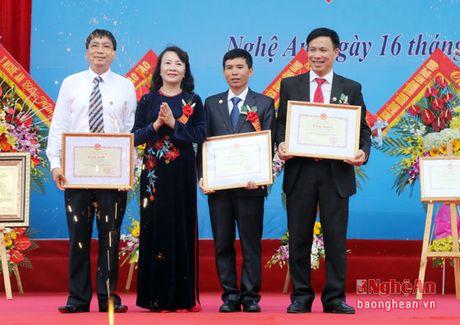 Pho Chu tich Quoc hoi Uong Chu Luu du le Ky niem 50 thanh lap Truong THPT chuyen Dai hoc Vinh - Anh 7