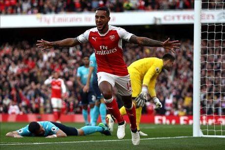 Arsenal 3-2 Swansea: Tot dep pho ra, xau xa chang day duoc - Anh 1