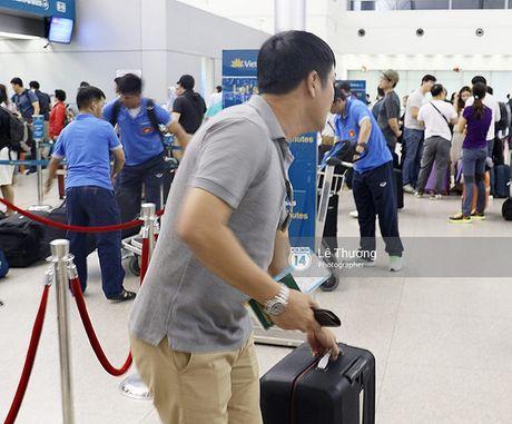 Mang qua nhieu hanh ly, DT Viet Nam suyt bi tre chuyen bay sang Han Quoc - Anh 7