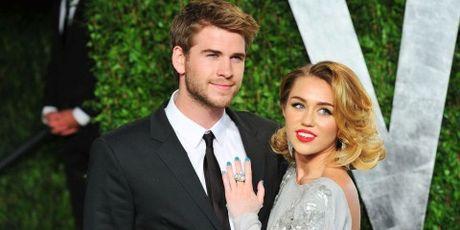 Khi Miley Cyrus, Lady Gaga... bat ngo trai long ve 'gioi tinh thu 3' - Anh 1