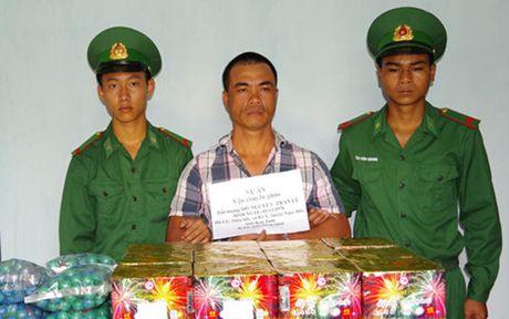 Bat qua tang doi tuong van chuyen 38kg phao lau - Anh 1