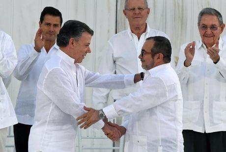 Cuu Tong thong Colombia hoi thuc chinh quyen va FARC ky thoa thuan moi - Anh 1