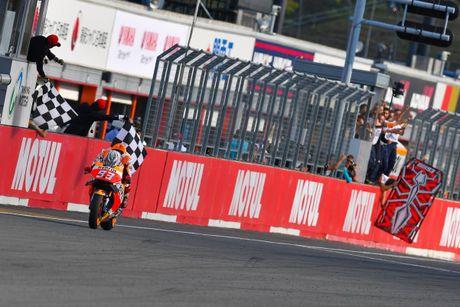 Cap doi Yamaha do duong, Marc Marquez vo dich MotoGP 2016 truoc ba chang dua - Anh 5