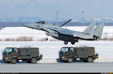 Nhat Ban dung tiem kich F-15J dau Su-35, J-20 Trung Quoc? - Anh 2