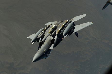 Nhat Ban dung tiem kich F-15J dau Su-35, J-20 Trung Quoc? - Anh 5