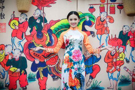 'Ban sao Tang Thanh Ha' rang ro dien ao dai do Hoa hau Ngoc Han thiet ke - Anh 6