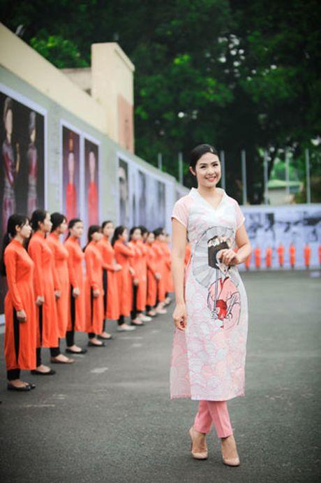 'Ban sao Tang Thanh Ha' rang ro dien ao dai do Hoa hau Ngoc Han thiet ke - Anh 9