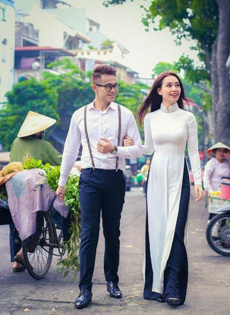 Duc Bao, Ai Phuong tay trong tay dao pho Ha Noi - Anh 5