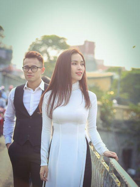 Duc Bao, Ai Phuong tay trong tay dao pho Ha Noi - Anh 9