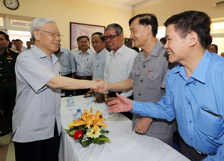 Tong Bi thu Nguyen Phu Trong tiep xuc cu tri quan Ba Dinh, Ha Noi - Anh 1