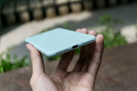 Tren tay bo op lung Uniq danh cho iPhone 7 va iPhone 7 Plus - Anh 5