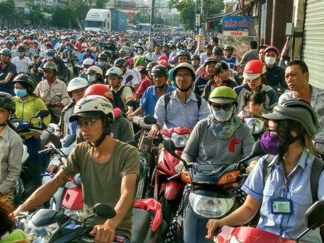 Chon chan, dam nuoc tren duong Huynh Tan Phat - Anh 5