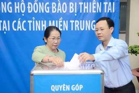Bi thu Thang dong gop ung ho dong bao vung lu - Anh 2