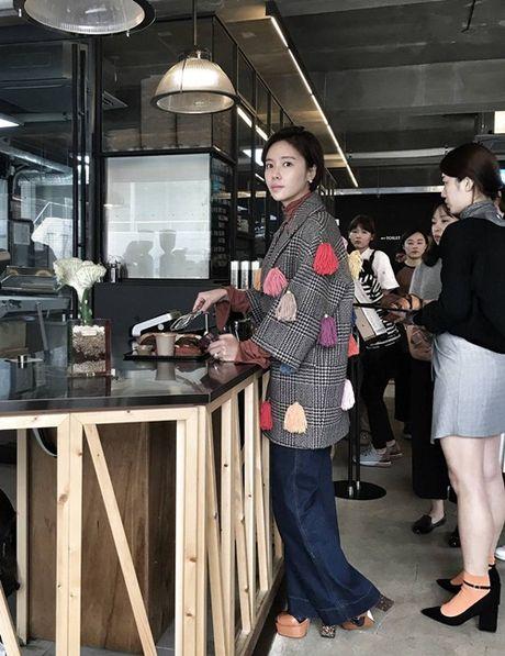 Sao Han 17/10: Hyo Min khoe dang chuan mau, Ji Hyo (Twice) mat do bat thuong - Anh 2