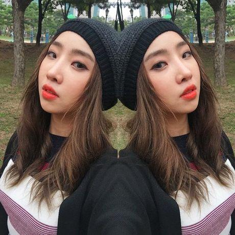 Sao Han 17/10: Hyo Min khoe dang chuan mau, Ji Hyo (Twice) mat do bat thuong - Anh 7