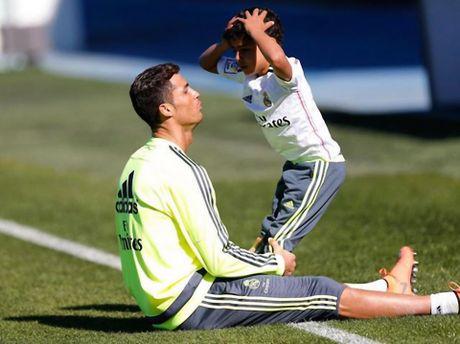 Ronaldo cho con trai gia nhap doi hang 4 Tay Ban Nha - Anh 1