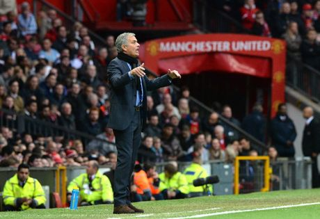 Tin HOT toi 17/10: Mourinho co chap, Ibra la 'dai ca' o MU - Anh 1