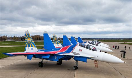 Phi doi trinh dien khong quan Nga nhan tiem kich Su-30SM - Anh 1