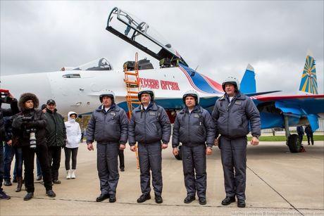 Phi doi trinh dien khong quan Nga nhan tiem kich Su-30SM - Anh 3