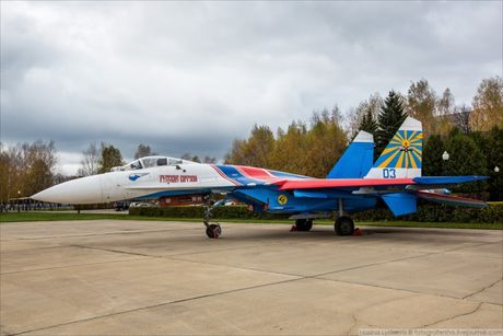 Phi doi trinh dien khong quan Nga nhan tiem kich Su-30SM - Anh 4