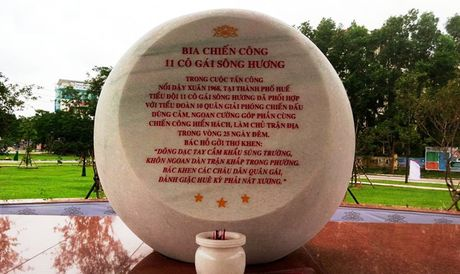 Dung bia chien cong 11 co gai song Huong anh hung - Anh 1