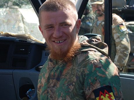 Chi huy luc luong li khai mien dong Ukraine bi am sat - Anh 1