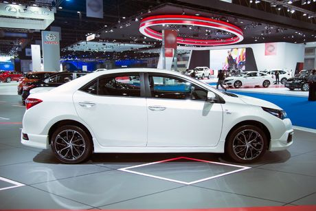Toyota Corolla phien ban eSport 2016 ra mat tai Thai Lan - Anh 5