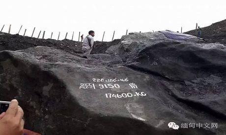 Phat hien khoi da ngoc bich khong lo nang gan 175 tan o Myanmar - Anh 1