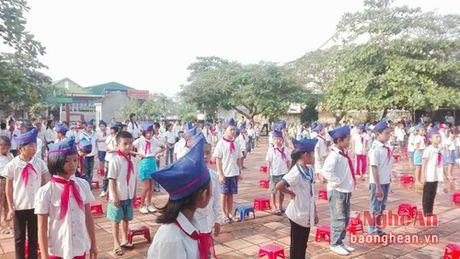 154 hoc sinh truong tieu hoc Tru Son II (Do Luong) da di hoc tro lai - Anh 1