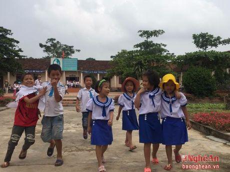 154 hoc sinh truong tieu hoc Tru Son II (Do Luong) da di hoc tro lai - Anh 2