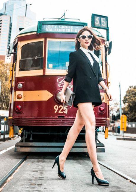 Diem My 9x khoe street style chat lu tren dat Uc - Anh 10