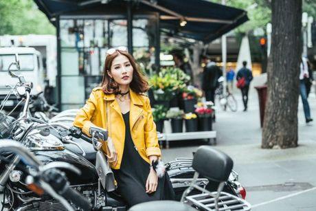 Diem My 9x khoe street style chat lu tren dat Uc - Anh 3