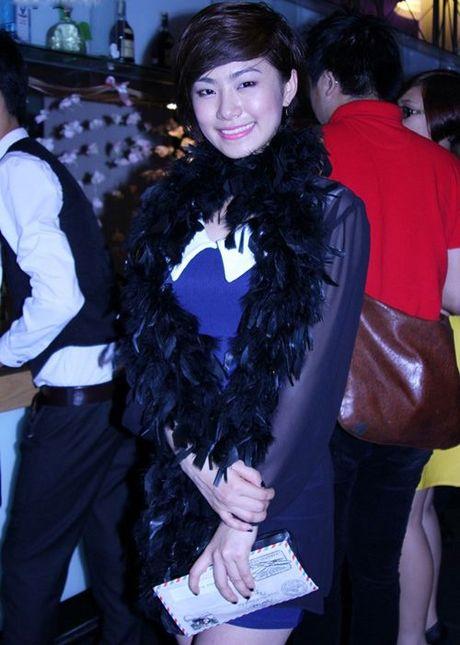 Dien trang phuc long vu len san khau, chang ai long lay bang Ha Ho - Anh 10