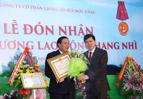 Moc Chau Milk don nhan 2 Huan chuong lao dong hang Nhi - Anh 1