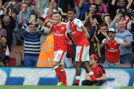 Sao Arsenal bay to cam xuc khi duoc Ozil khen… giong chu - Anh 1