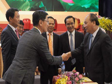 Thu tuong tham du hoi nghi xuc tien dau tu Long An, luu y 3 van de phat trien ha tang, bat dong san - Anh 2