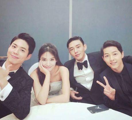 Cap doi Song Joong Ki - Song Hye Kyo cung gui xe tai ca phe ung ho my nam Park Bo Gum - Anh 3