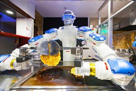Nhat Ban: Robot cung biet lam sushi, ran banh xeo - Anh 1