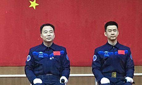 Trung Quoc dua hai phi hanh gia vao khong gian - Anh 1