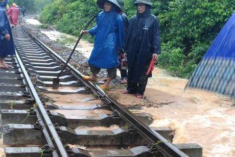 Chay nuoc rut, thong duong sat Bac - Nam chieu nay - Anh 2