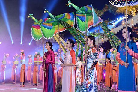 Hinh anh dep o Le hoi Ao dai thu hut 3 van khach - Anh 5