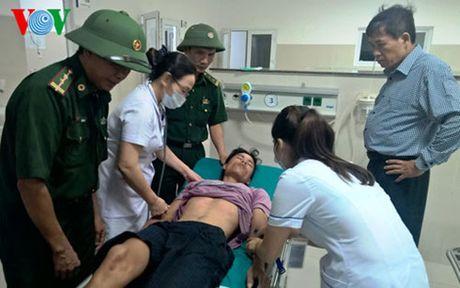 Quang Binh: Tim thay 4 thuyen vien bi song bien cuon troi - Anh 1