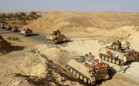 Quan doi Iraq vay chat Mosul, hon 1 trieu nguoi dang mac ket - Anh 1